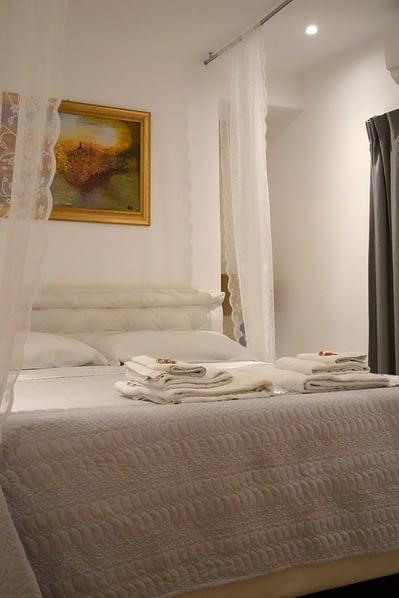 Rom Apartment Bett