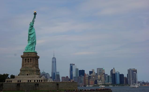 New York Freiheitsstatue mit Skyline