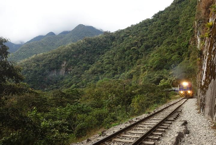 Peru Salkantay Trek Schienen und Zug