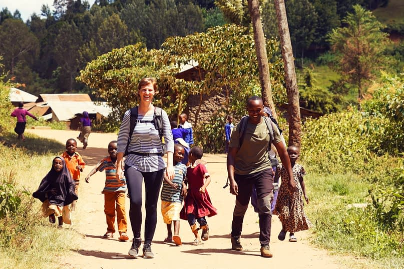 Usambara Wanderung Kinder verfolgen Franzi