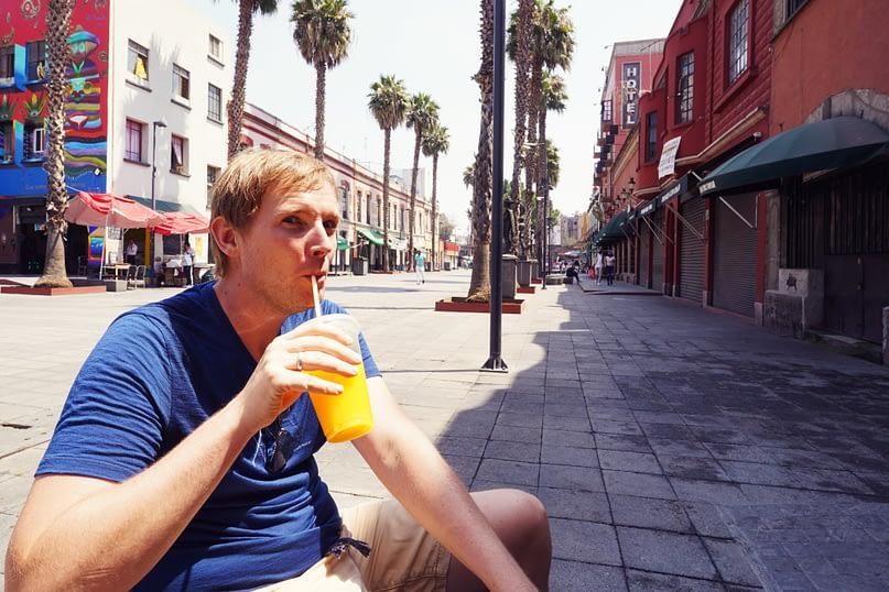 Mexico City Matthias trinkt Saft