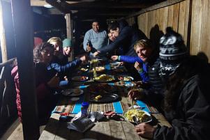 Peru Reisetipps Essen mit Gruppe