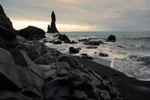 Vik Black Beach Steine und Formation