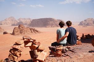 Wadi Rum Paar Blick in die Wüste