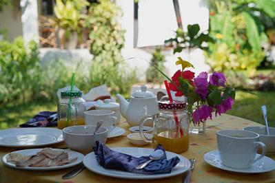 Villa Kiota Frühstück im Garten