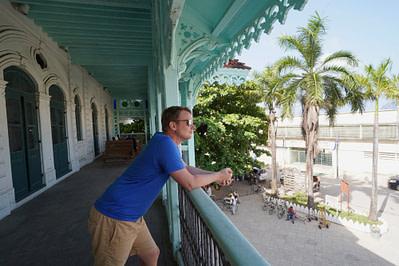 Old Dispensary Matthias auf Balkon