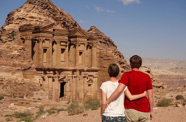 Petra Monastery Paar von hinten