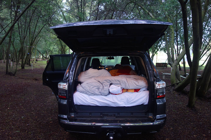 Chile Roadtrip Bett im Auto