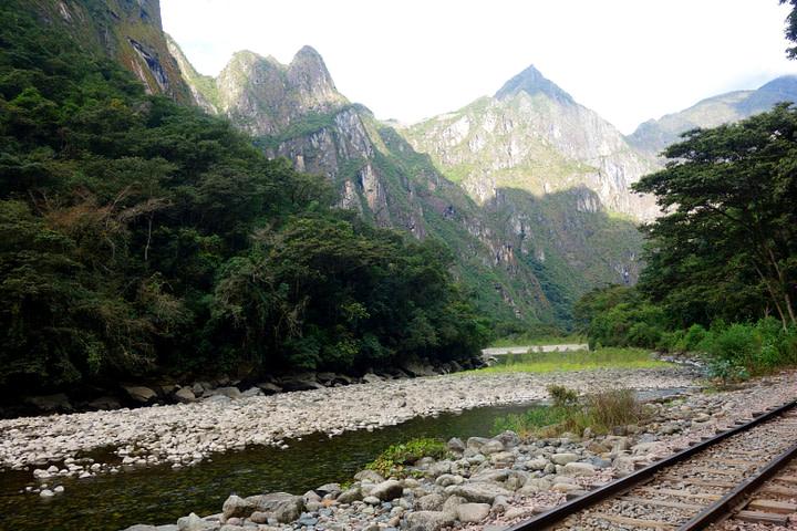 Salkantay Trek Schienen und Berge