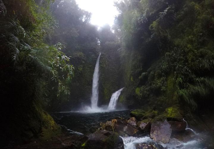 Parque Pumalin Wasserfälle