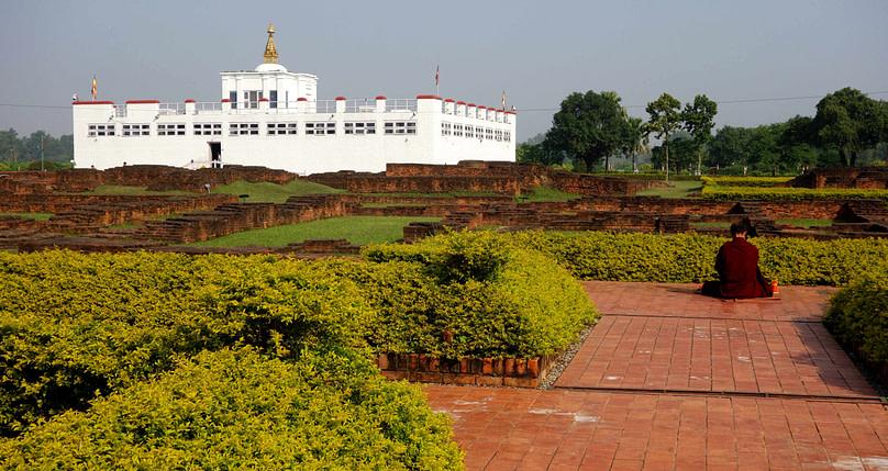 Lumbini Maya Davi Tempel mit Mönch