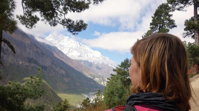 Annapurna Circuit Franzi Blick auf Berg vor Ghyaru