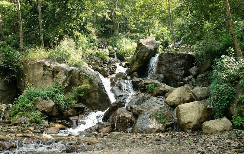 Annapurna Circuit Ngadi Wasserfall klein