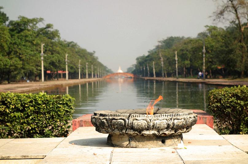 Lumbini ewige Flamme Peace Stupa