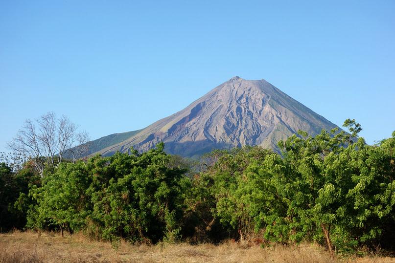 Ometepe Vulkan Maderas