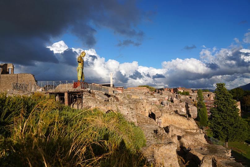 Pompeji Statue und Gebäude