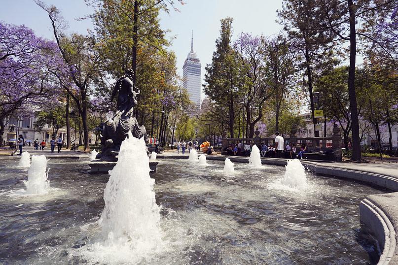 Mexico City Latinoamericano mit Brunnen