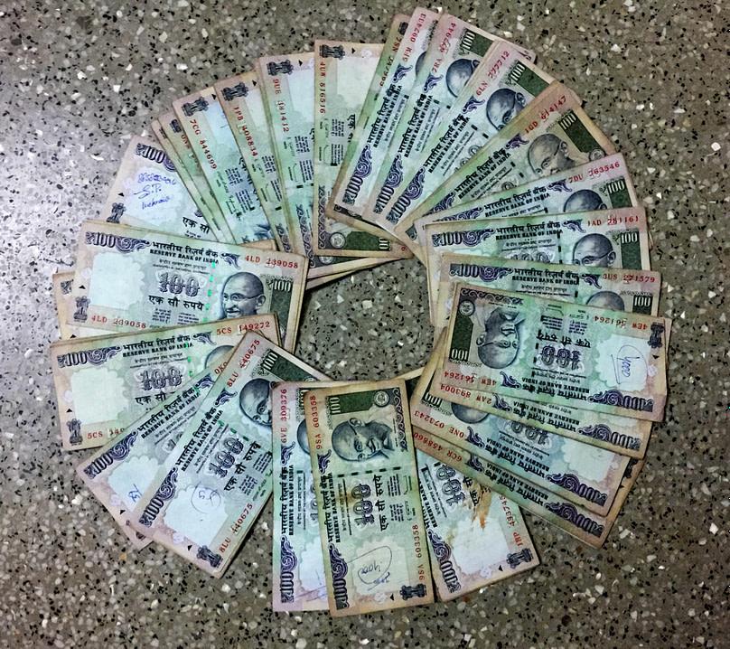 Indien Finanzkrise 100 Scheine